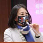 防疫「藝起來」  吳思瑤戴潮口罩質詢   為故宮文創商品打廣告