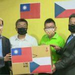 捷克訪問團來台 蔡其昌張廖萬堅牽線  台灣口罩國家隊贈防疫口罩